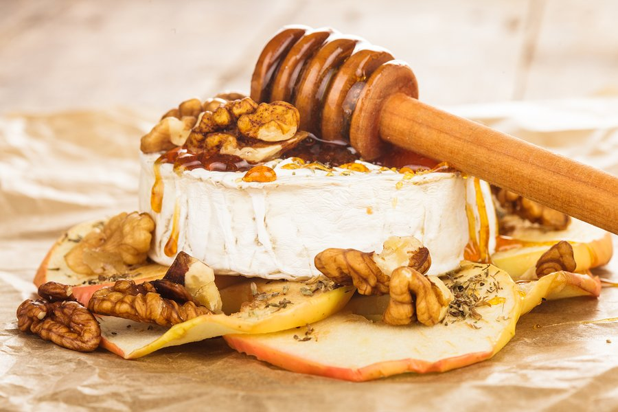 RECIPE: Brie Dip With Honey And Walnuts