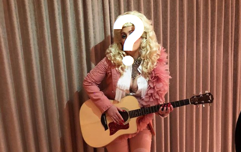 WHAT MEGASTAR DRESSED UP AS DOLLY PARTON… AND NAILED IT?!?!